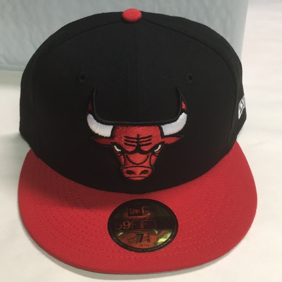 sports shoes e2fe0 6f4a6 Black Chicago Bulls new era fitted hat size 7 3 8